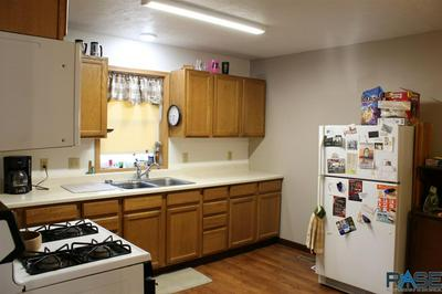 414 W CRAWFORD ST, Luverne, MN 56156 - Photo 2