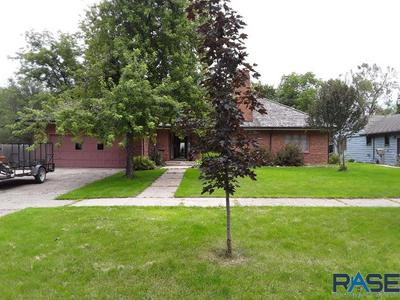 309 3RD AVE SE, Pipestone, MN 56164 - Photo 2