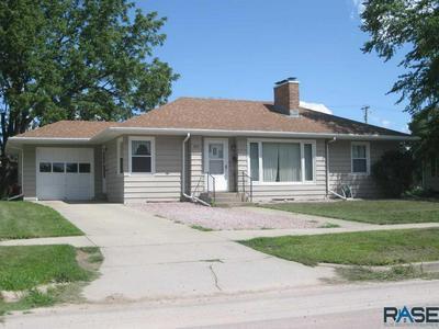 812 E 4TH ST, Dell Rapids, SD 57022 - Photo 1