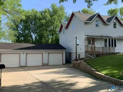 606 W LUVERNE ST, Luverne, MN 56156 - Photo 2