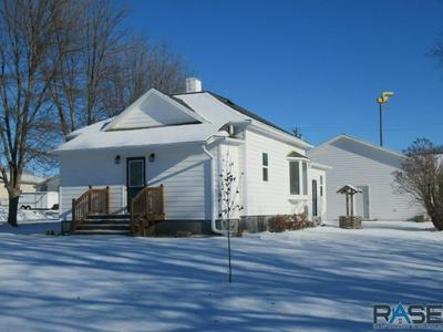 301 S CHURCH AVE, Hills, MN 56138 - Photo 1