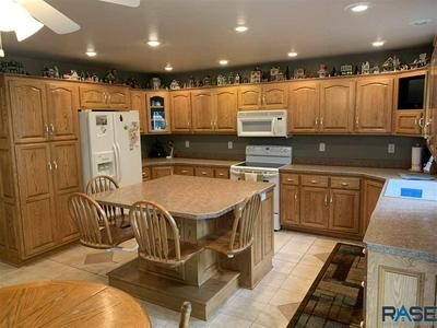 606 W LUVERNE ST, Luverne, MN 56156 - Photo 1