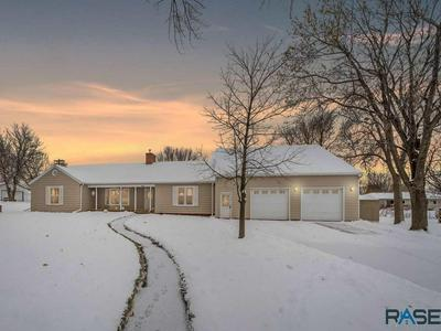 413 W CRAWFORD ST, Luverne, MN 56156 - Photo 1