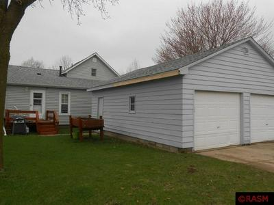 421 S MOORE ST, BLUE EARTH, MN 56013 - Photo 2