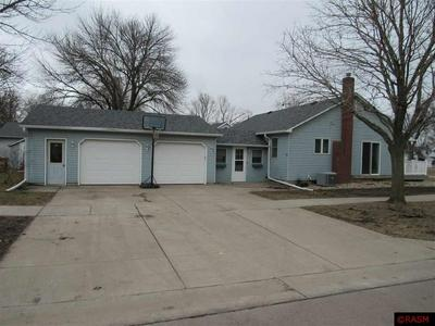 628 S RAMSEY ST, BLUE EARTH, MN 56013 - Photo 1