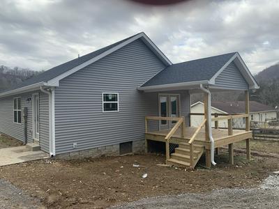 2937 HARTSVILLE RD, Lafayette, TN 37083 - Photo 2