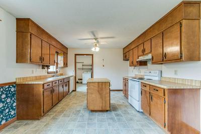 215 LORENA RD, WINCHESTER, TN 37398 - Photo 2