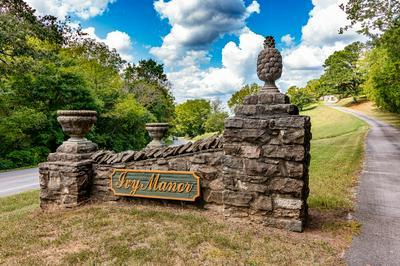 1310 E COLLEGE ST, Pulaski, TN 38478 - Photo 1