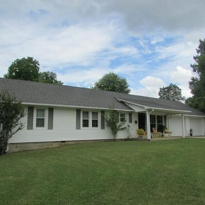 610 S LOCUST AVE, Lawrenceburg, TN 38464 - Photo 1