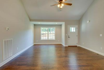 1076 OLD COUNTY HOUSE RD, Charlotte, TN 37036 - Photo 2
