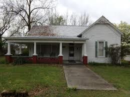 200 S BRATTON ST, Decherd, TN 37324 - Photo 1
