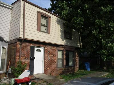 915 HARBOUR NORTH DR, Chesapeake, VA 23320 - Photo 1