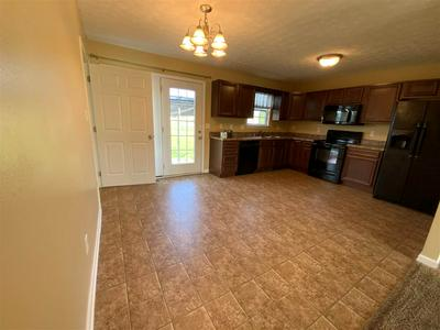 436 CEDAR HOLLOW DR, Bowling Green, KY 42101 - Photo 2