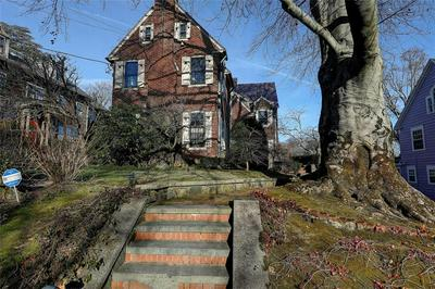 82 FREEMAN PKWY, East Side of Providence, RI 02906 - Photo 2