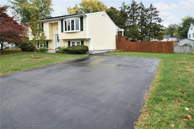40 OAKRIDGE CT, Warwick, RI 02886 - Photo 2