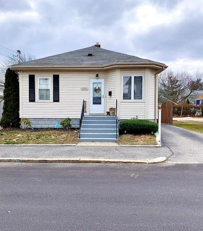 135 FORT ST, East Providence, RI 02914 - Photo 2
