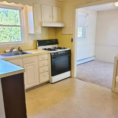 195 WETHERSFIELD DR, Warwick, RI 02886 - Photo 2