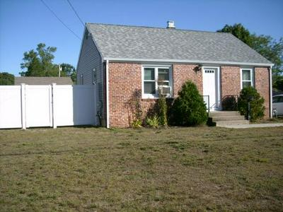 111 BETSEY WILLIAMS DR, Warwick, RI 02889 - Photo 2