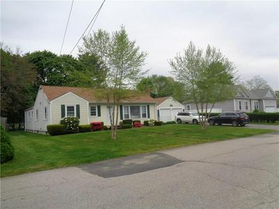 27 IROQUOIS DR, Warwick, RI 02888 - Photo 2
