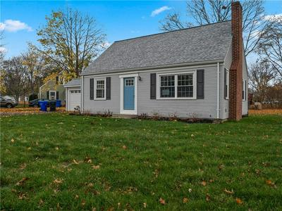 81 ALGONQUIN RD, East Providence, RI 02916 - Photo 2
