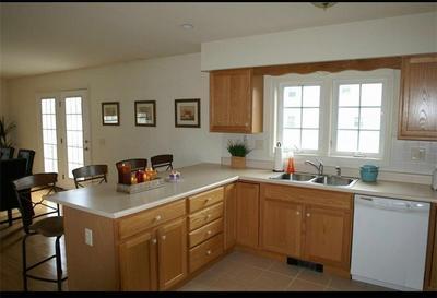 7 HAWTHORNE AVE, Narragansett, RI 02882 - Photo 2