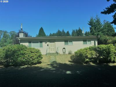 990 LEWIS ST, North Bend, OR 97459 - Photo 2