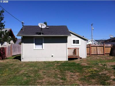 958 GREENWOOD AVE, Reedsport, OR 97467 - Photo 2