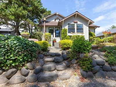 440 13TH AVE, Seaside, OR 97138 - Photo 2