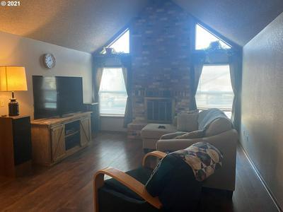 535 W MOORE AVE, Hermiston, OR 97838 - Photo 2