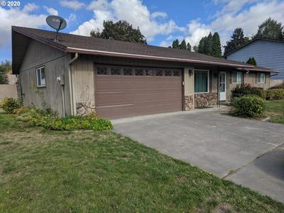 2203 SW QUINNEY DR, Pendleton, OR 97801 - Photo 2