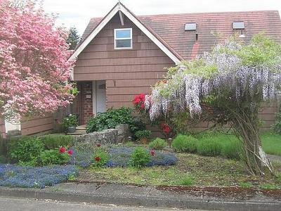 1227 W 11TH ST, Coquille, OR 97423 - Photo 1