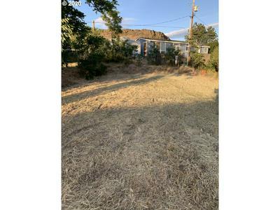 228 CHESTNUT ST, Dallesport, WA 98617 - Photo 2