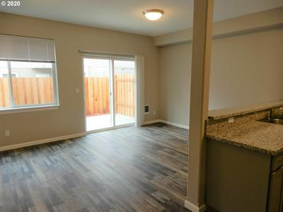 1142 R ST, Springfield, OR 97477 - Photo 2