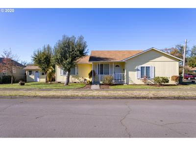 201 S 11TH ST, Cottage Grove, OR 97424 - Photo 1