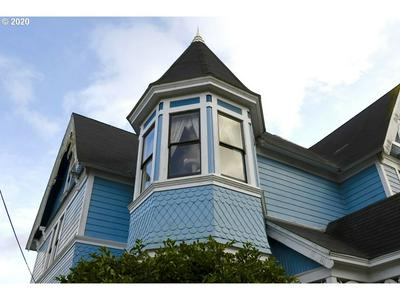 18 S COLLIER ST, COQUILLE, OR 97423 - Photo 2