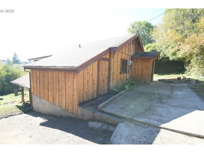 541 E 6TH ST, Coquille, OR 97423 - Photo 2