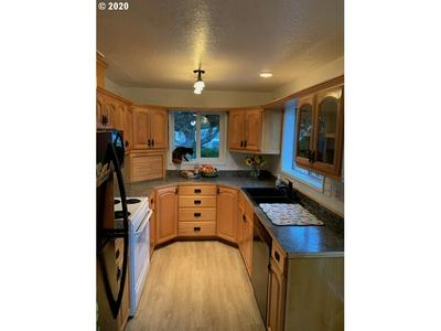 363 N WALL ST, Coos Bay, OR 97420 - Photo 2
