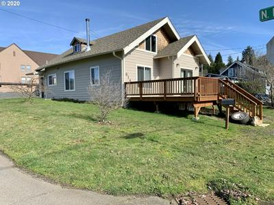 614 E 9TH ST, COQUILLE, OR 97423 - Photo 1