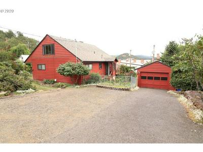 731 MEADOW AVE, Roseburg, OR 97470 - Photo 1