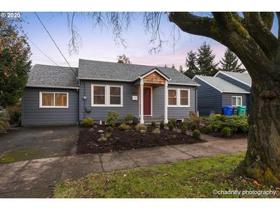 8252 N WAYLAND AVE, Portland, OR 97203 - Photo 2