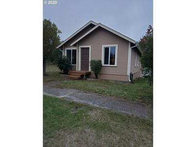 655 E 12TH ST, Coquille, OR 97423 - Photo 2