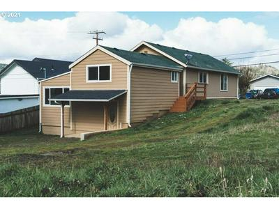 655 E 12TH ST, Coquille, OR 97423 - Photo 1