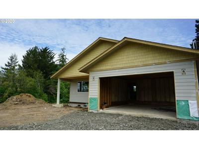 120 E 6TH ST, Coquille, OR 97423 - Photo 2