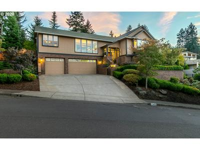 2462 PANORAMA DR, Eugene, OR 97405 - Photo 2