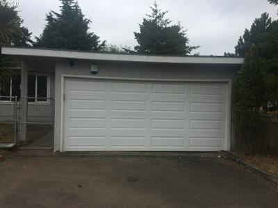 1609 LINCOLN ST, North Bend, OR 97459 - Photo 2