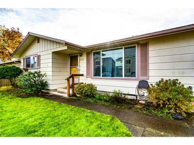 2005 L ST, Springfield, OR 97477 - Photo 2