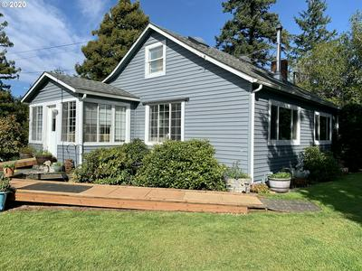1030 W 8TH ST, COQUILLE, OR 97423 - Photo 2