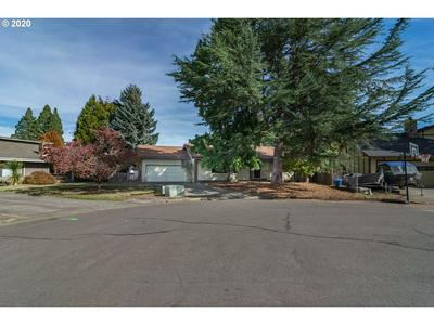 1215 NW LITTLEWOOD CT, Roseburg, OR 97471 - Photo 2