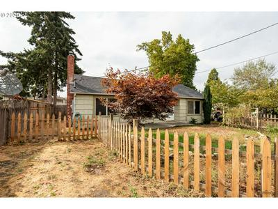 855 W N ST, Springfield, OR 97477 - Photo 2