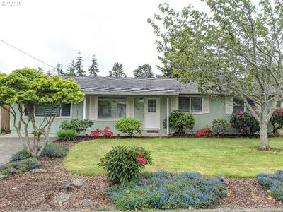 2440 18TH ST, Florence, OR 97439 - Photo 2